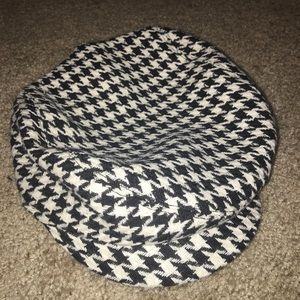 Express Houndstooth Beret Hat